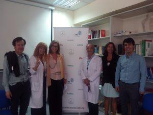 Persona en el evento de la asociación de cáncer de cabeza y cuello